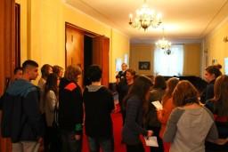 Chwila zasłuchania się w historię i specyfikę miejsca  /fot.: Mariusz Dubojski /